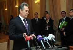 Dmitry Firtash Urged Business To Continue Operating in Ukraine